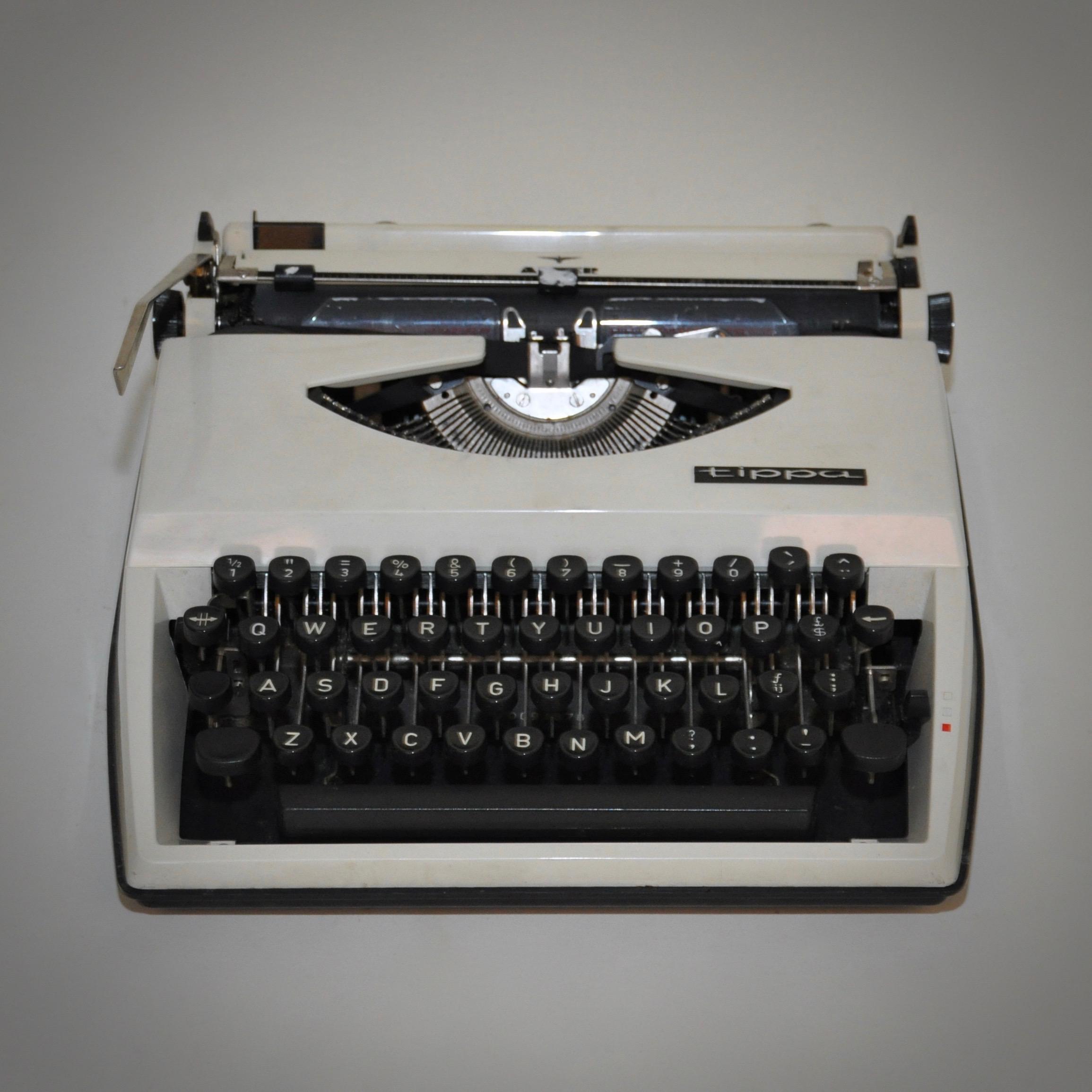 Ketsch Vintage Typemachine Triumph Adler Tippa Wit