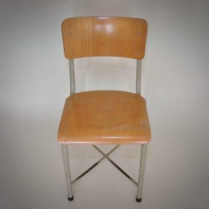 stoere stoel en stevig ontwerp. industriele look en perfect design voor de eetkamer in een loft interieur