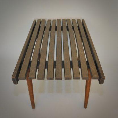 design bijzettafel van hout in minimalistische uitvoering