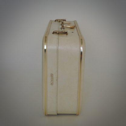 Witte brocante koffer in prima vintage conditie met lichte gebruikssporen onderzijde