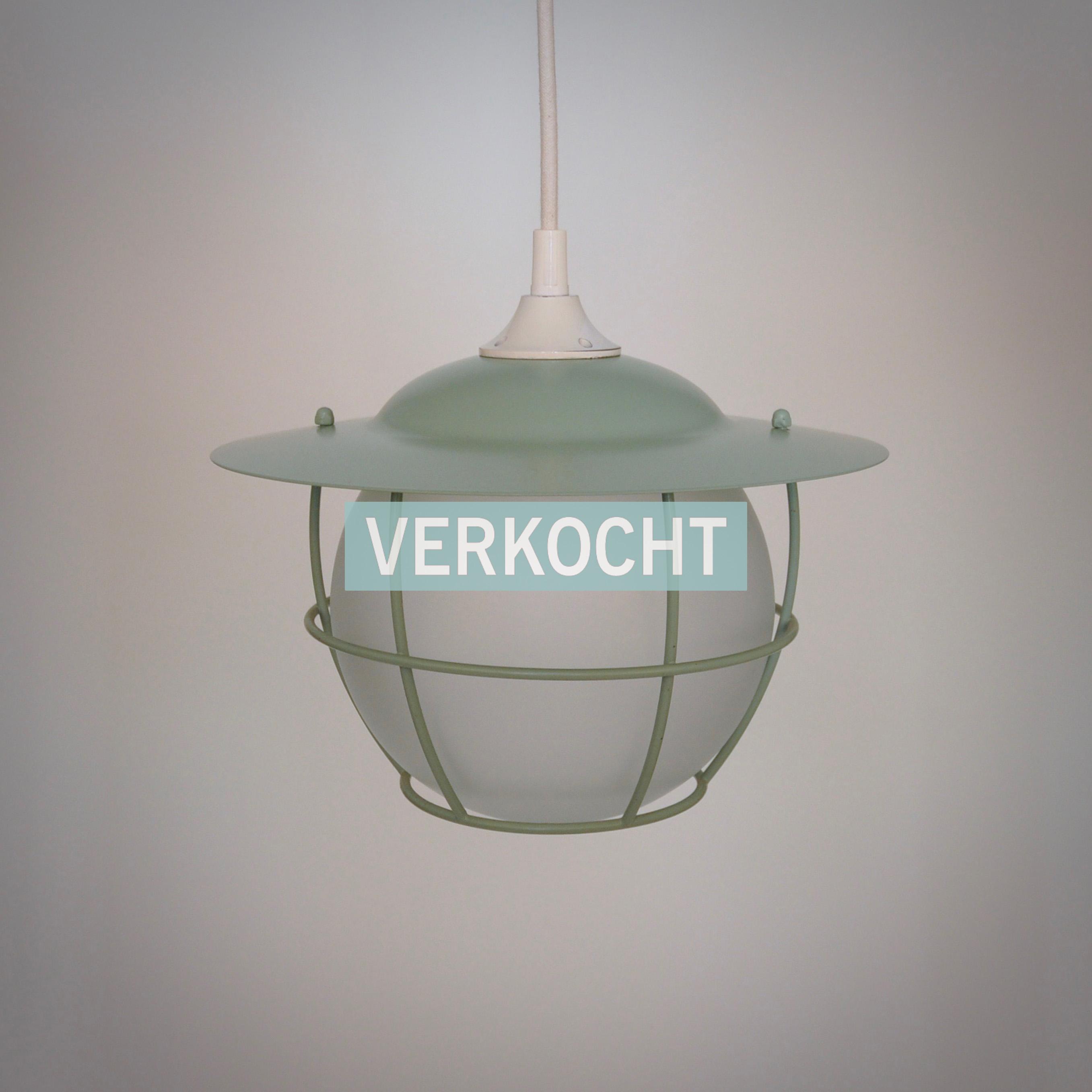 Vintage mintgroene hanglamp kooilamp melkglas