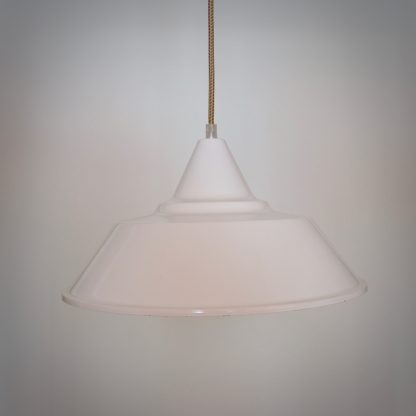Witte ice-cream hanglamp met discoid stofsnoer.