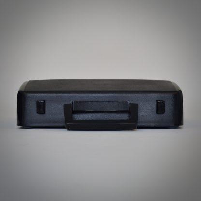 Vintage typemachine blauw. Klein en handzaam van formaat met draagkap of beschermkap