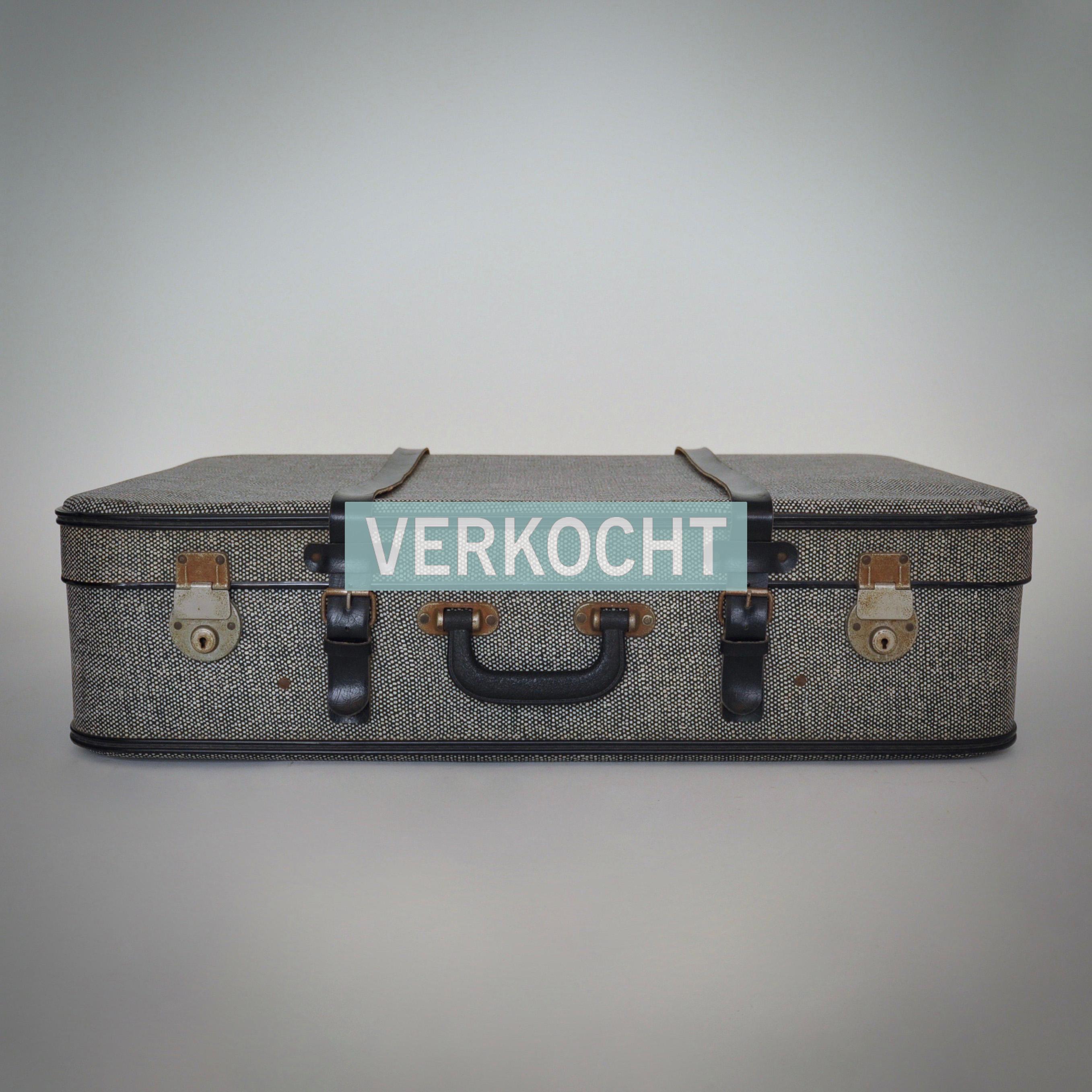 lichtgrijze vintage koffer