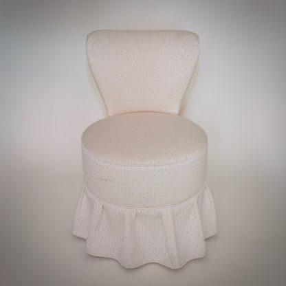 Romantische Boudoir stoel met bijpassende naaipoef
