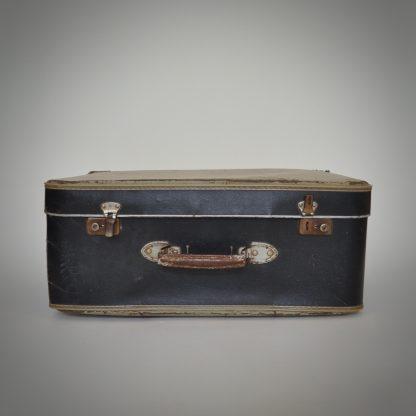 Vintage koffer met levenservaring en littekens