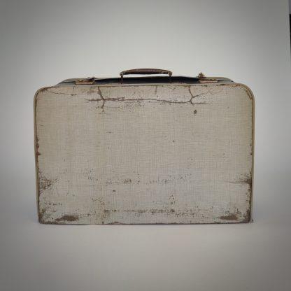 Blauw witte koffer met levenservaring en geleefde look