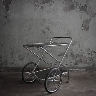 Retro barcart met strak design